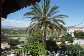 Ruim landhuis in La Cinta Arboleas te koop