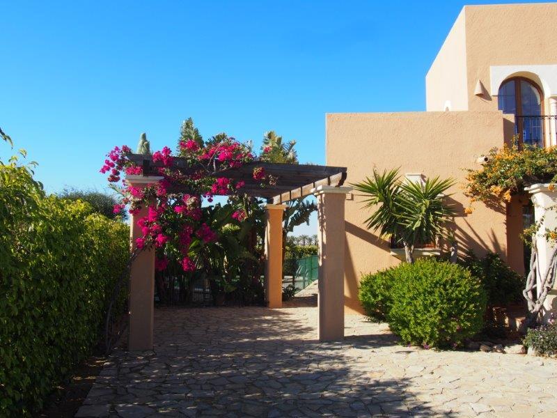Villa te koop Vera Playa - front carport